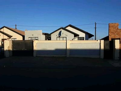 Property For Sale in Dobsonville, Soweto