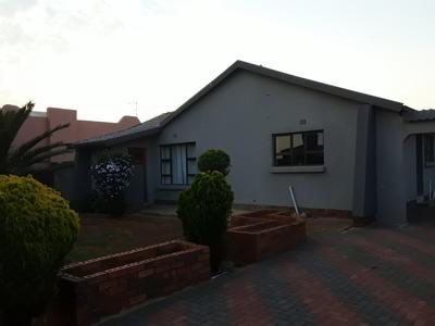 Property For Sale in Mid Ennerdale, Johannesburg