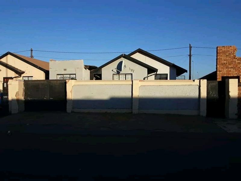 Property For Sale in Dobsonville, Soweto 1