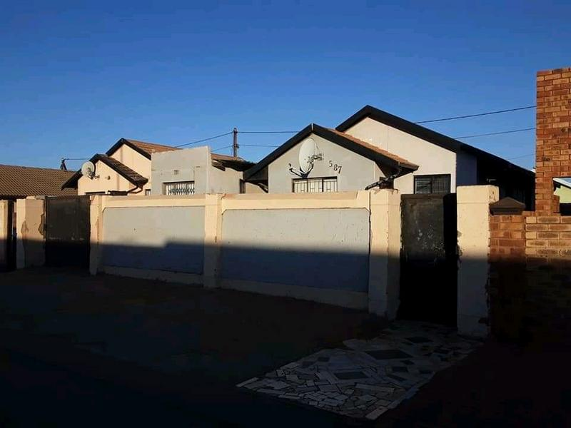 Property For Sale in Dobsonville, Soweto 2