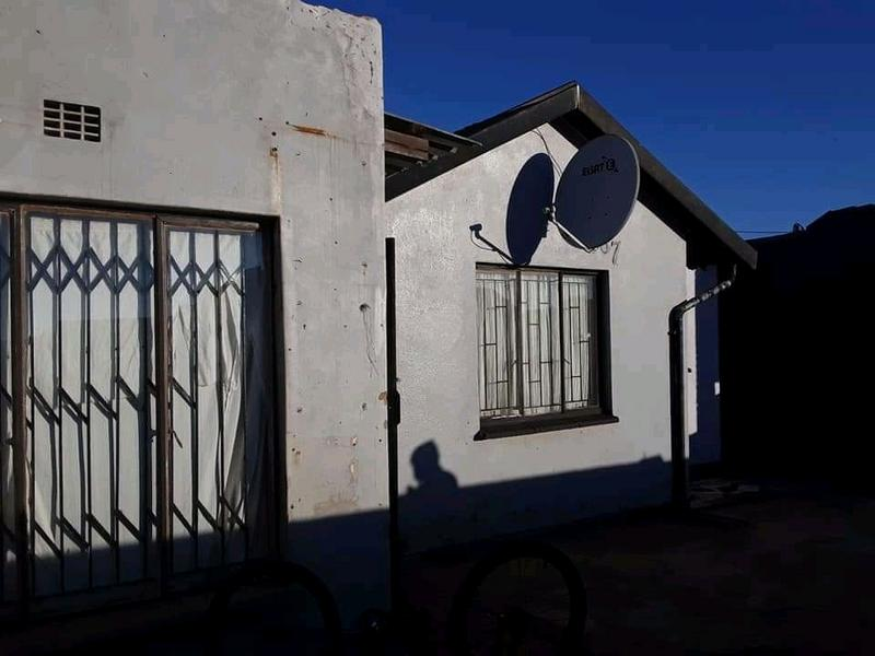 Property For Sale in Dobsonville, Soweto 3