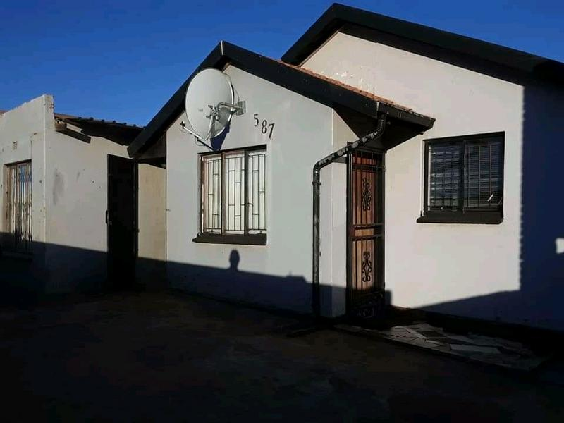 Property For Sale in Dobsonville, Soweto 4